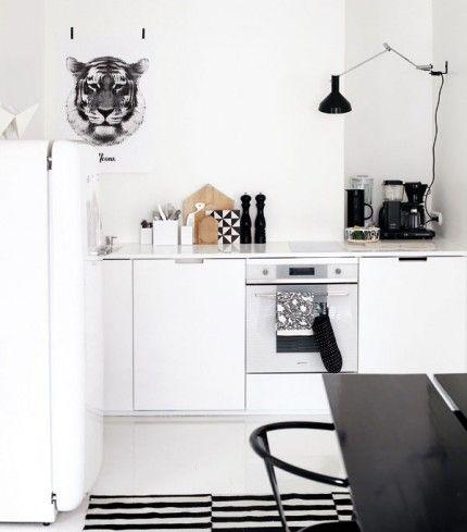 Via Elle Interior | Black and White | Ikea Rand Rug | RK Design Print - SampleBoard Blog